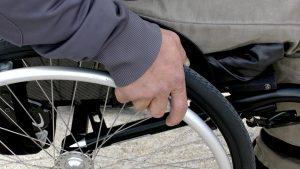 disabile sedia a rotelle carrozzina