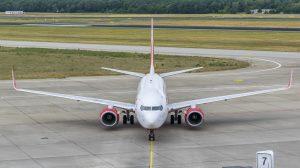 LivornoPress aereo sulla pista, aereoporto