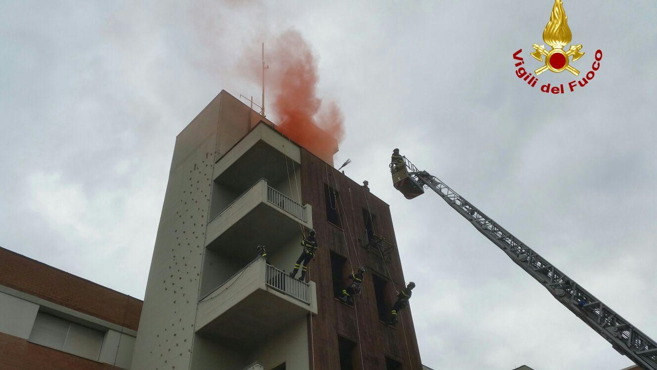 La Befana al comando dei vigili del fuoco. Foto ...