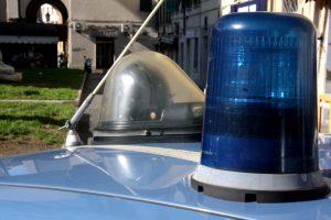 polizia 113 auto lampeggianti piazza dei mille (1)