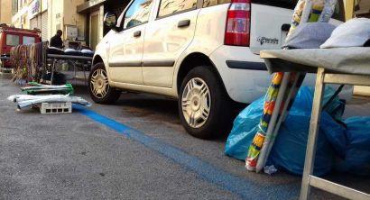 auto strisce blu banchi ambulanti mercato