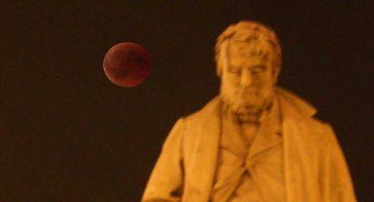 luna rossa eclissi piazza cavour 3
