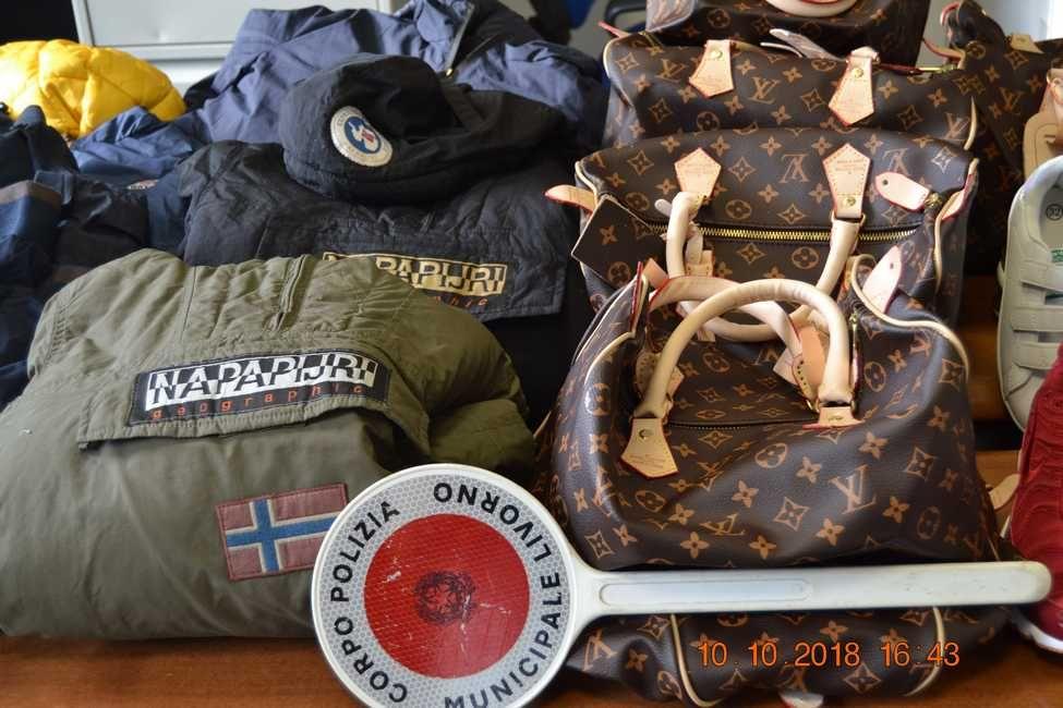 La municipale sequestra 51 oggetti di false griffe della moda