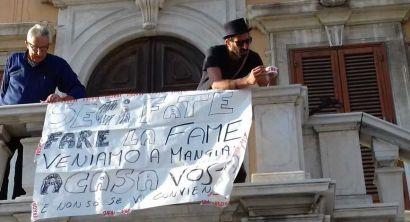 i cittadini protestano contro il piano della sosta (2)