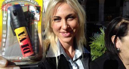 Lega, la distribuzione dello spray al peperoncino
