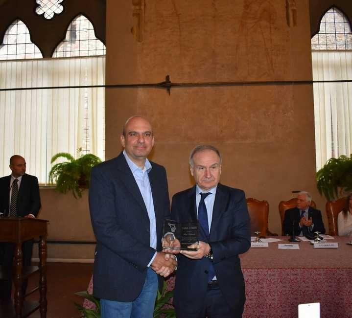 Basket Don Bosco campione regionale, Marco Andromedi premiato dal presidente FIP Petrucci