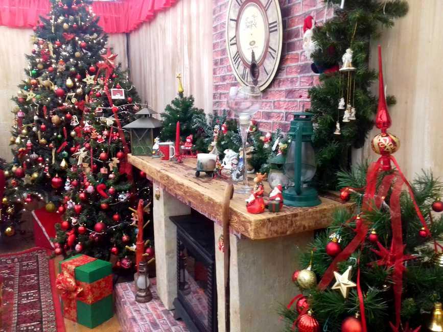Allestimento Villaggio Di Babbo Natale.Arriva Il Villaggio Di Natale A Villa Mimbelli Foto Livornopress Notizie Livorno