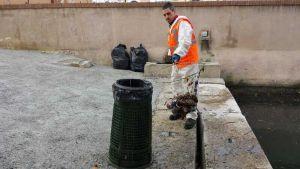 AAMPS a pesca di rifiuti in Venezia. Intensificati i controlli degli Ispettori Ambientali