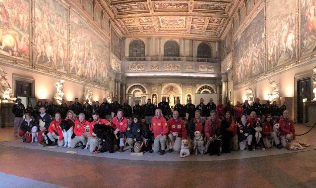 Premiati a Palazzo Vecchio gli studenti del Vespucci Colombo per l'attività inclusiva con i cani da salvataggio