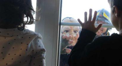 La Befana dei vigili del fuoco porta i doni ai bimbi in pediatria (9)