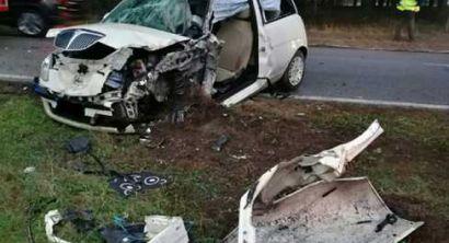 Scontro tra auto e camion, donna incastrata tra le lamiere (6)