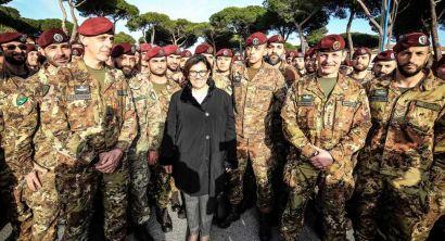 Il Ministro della Difesa Elisabetta Trenta in visita alla Folgore (1)