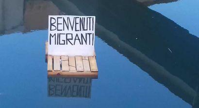 Le zattere a favore dei migranti navigano sui fossi (6)