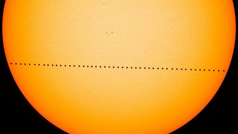 Transito di Mercurio del 9 maggio 2016. Image Credit: NASA's Goddard Space Flight Center/SDO/Genna Duberstein