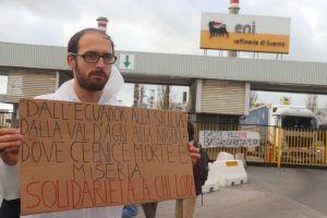 Friddays for Future protesta davanti alla raffineria Eni