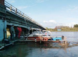 LivornoPress Scolmatore pontile e barche sradicati dalla piena dell'Arno