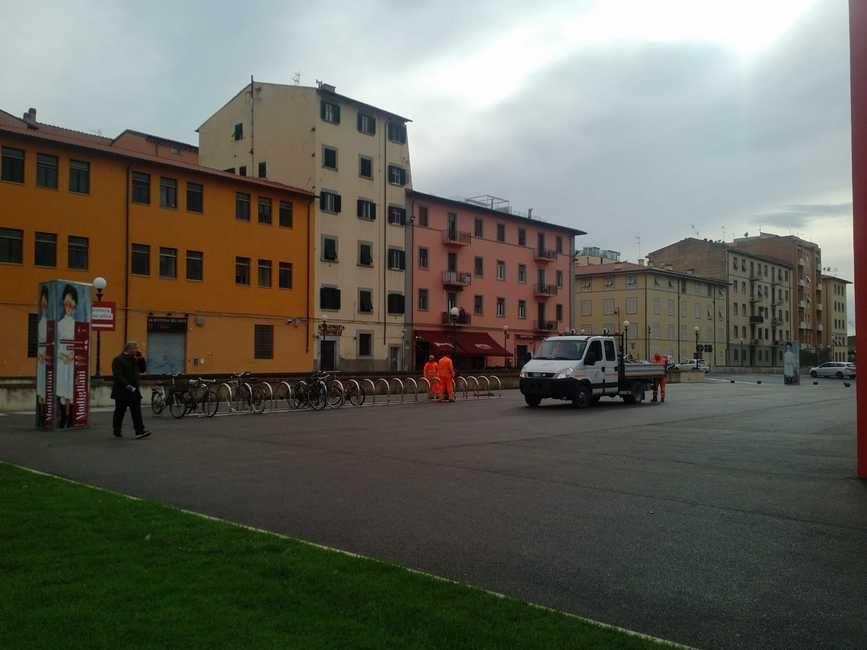 LivornoPress rastrelliera per biciclette in piazza del Luogo Pio