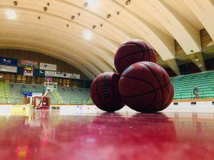 basket palloni in campo