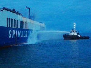 incendio su nave Trieste
