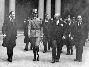 Ettore Modigliani accoglie il principe Umberto di Savoia a Brera nel 1925