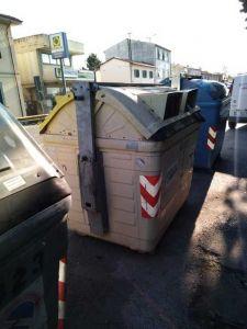 nuovi cassonetti a Stagno