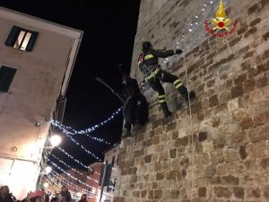 La Befana dei vigili del fuoco scorazza per la Provincia di Livorno