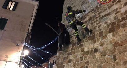 La Befana dei vigili del fuoco scorazza per la Provincia di Livorno (2)