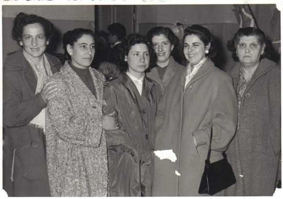 Selma Levi, la seconda da sinistra, con le sue amiche
