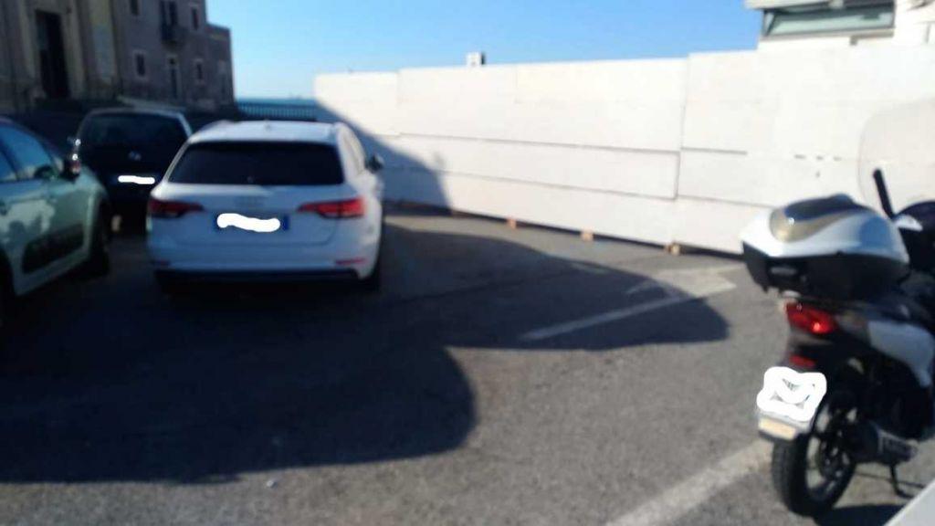parcheggio baracchina bianca