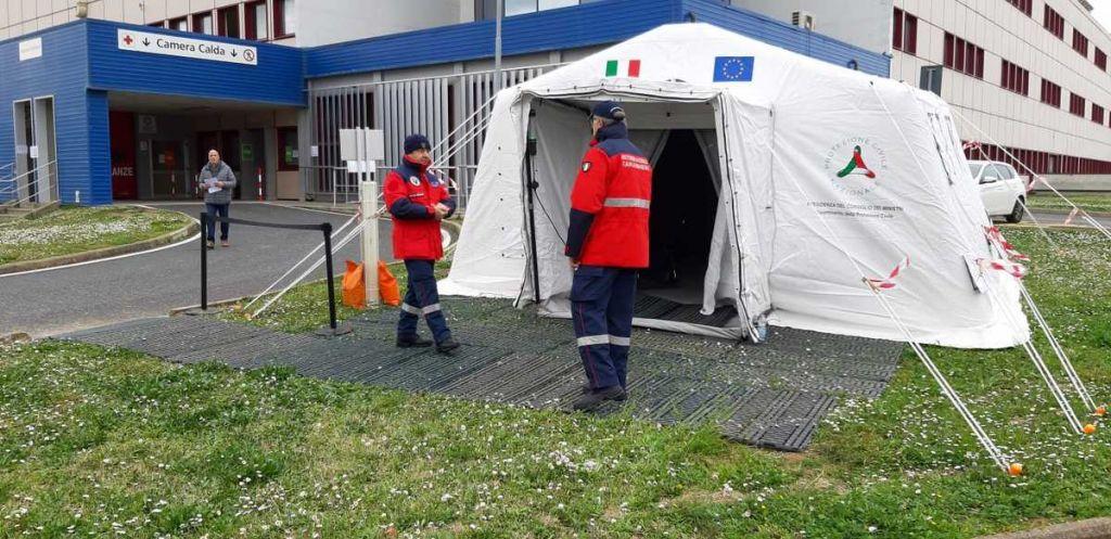 i volontari dell'Ass Naz Carabinieri Livorno Sez. F. Gentile presso l'ospedale di Cwcina