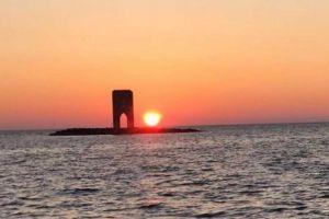 Il tramonto su Livorno e il gioco di luce con la Meloria
