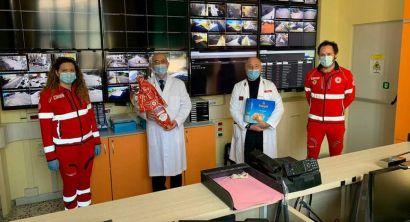 La Croce Rossa dona colomba e uova di Pasqua alle forze impegnate nell'emergenza covid (3)
