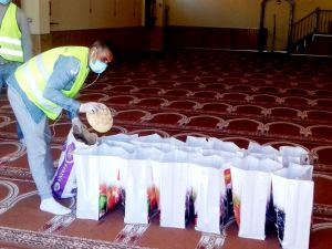 Comunità islamica si autotassa e distribuisce pacchi alimentati a tutti i bisognosi