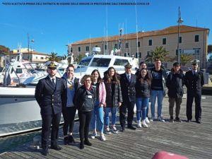 """Portoferraio, la Capitaneria di porto premia 8 studenti di """"alternanza scuola lavoro"""""""
