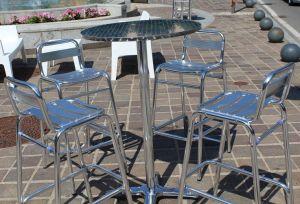 suolo pubblico tavolini