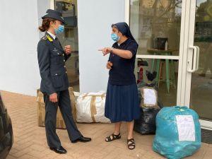 Donati alla Caritas capi e accessori di abbigliamento sequestrati