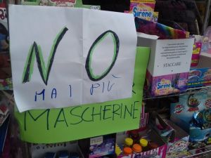 No Mai più mascherine, la distribuzione nelle edicole non funziona