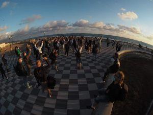Scatto al tramonto, alcune immagini del flashmob alla Terrazza Mascagni