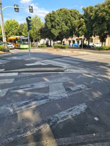 La fotodenuncia Incrocio altamente pericoloso sul viale Carducci
