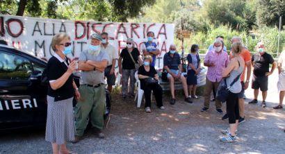 Limoncino, la prima uscita dopo il lockdown del comitato contro la discarica (1)