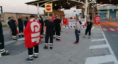 Porto i lavoratori della Fratelli Neri in presidio al varco Valessini (Foto) (3)