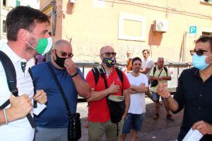 Sicurezza in zona piazza dei Mille, cittadini in strada con Romiti raccontano la situazione