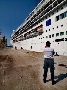 Sosta in disarmo nel porto di Piombino per la nave Costa Victoria