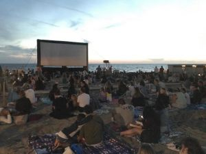 Tirrenia, al via il cinema sulla spiaggia bagno degli americani