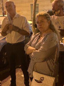 Amadio (FdI) tra i cittadini al punto di ascolto notturno in piazza Barriera Garibaldi