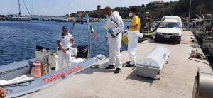 Capraia, ritrovato in mare il corpo di un uomo, indagano i carabinieri
