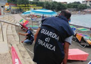 Castiglioncello, tratto di spiaggia libera diventa di fatto stabilimento balneare privato ed abusivo