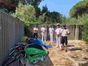 Liberati 600 mq di spiaggia libera da attrezzature lasciate per accaparrarsi il posto