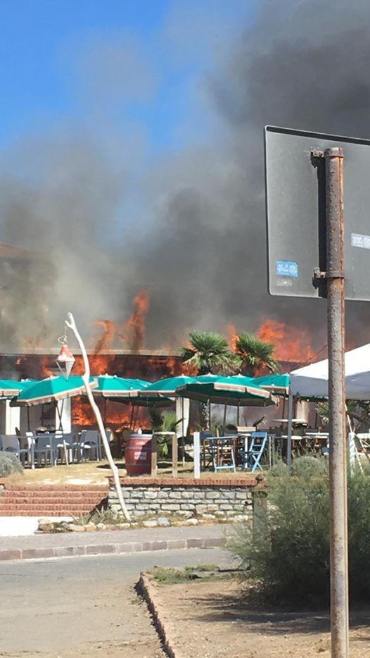 Rosignano, in fiamme ristorante sul lungomare