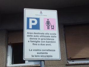 cartello parcheggio rosa